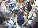 Ce commerçant va flinguer le gars qui braque son magasin... Pas commode le gars
