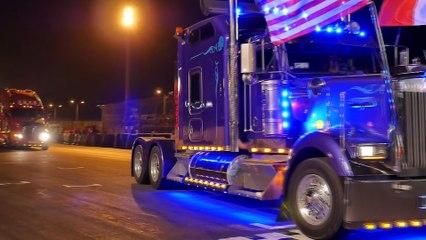 Défilé de nuit des camions décorés aux 24 Heures camions