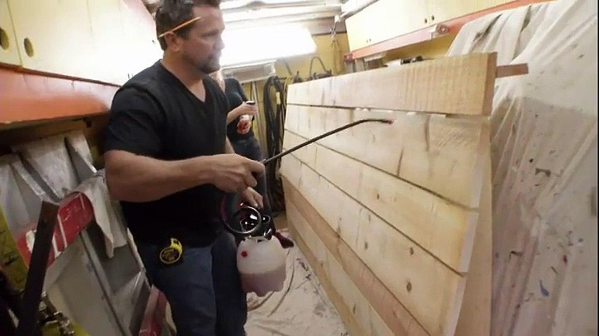 Tete De Lit Porte De Grange comment réaliser un effet vieux bois - voici un traitement du bois effet  vieux bois de grange, une astuce simple à faire et efficace!