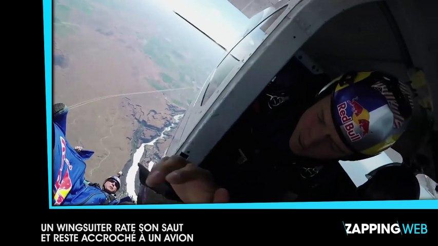 Un wingsuiter rate son saut et reste accroché à un avion en plein vol (vidéo)