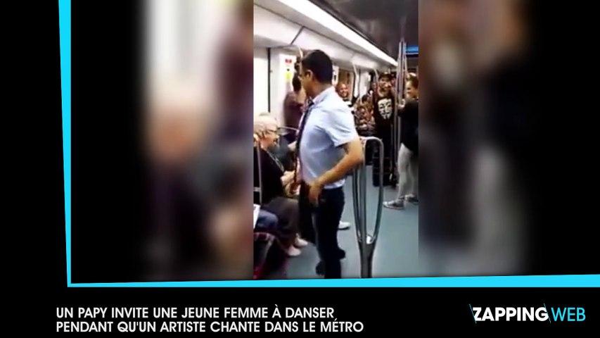 Un papy invite une jeune femme à danser pendant qu'un artiste chante dans le métro (vidéo)