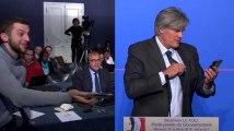 """""""Sans-dents"""": Quand Le Foll découvre le message de Trierweiler en direct"""