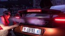 Il utilise sa voiture de sport McLaren 12Cs comme briquet! Un sport de riche...