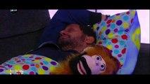 Cyril Hanouna filmé en train de dormir et de prendre sa douche en direct sur C8