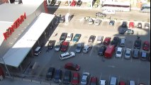 L'anarchie règne en maître sur ce parking totalement chaotique