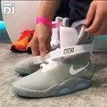 Nike Mag: le scarpe futuristiche che si allacciano da sole!