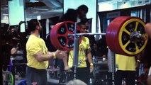 Ray Williams fait un squat avec une barre pesant 455 kg !