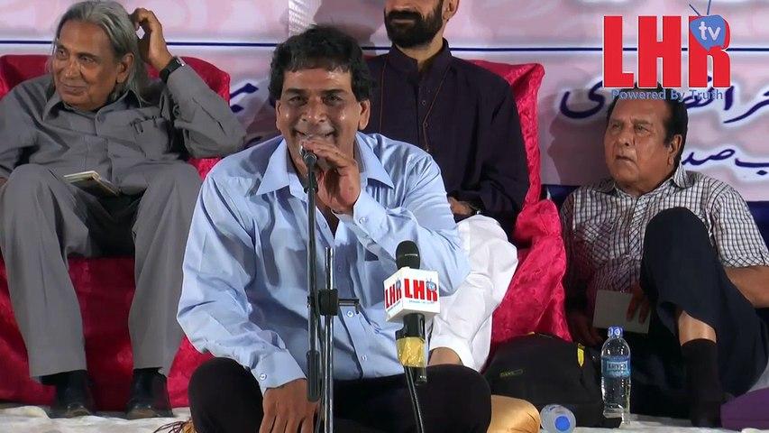 Jashan e Farhat Abbas Shah Aalmi Mushaera,2016. Poet Suhail Ahmed apna kalaam pest kr rahay hein
