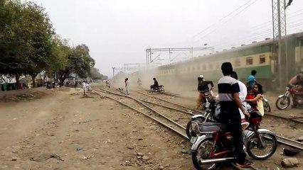 Live Train Accident In Pakistan  ,  Tezgam Express Train Vs Motor Bike
