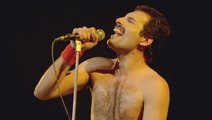 """WE ARE THE CHAMPIONS """"Queen"""" LIVE {Miros Mar} ¸ ¸.•*¨*• ♪♫"""