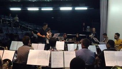 Primer ensayo de Angy para el concierto junto Onda Big Band