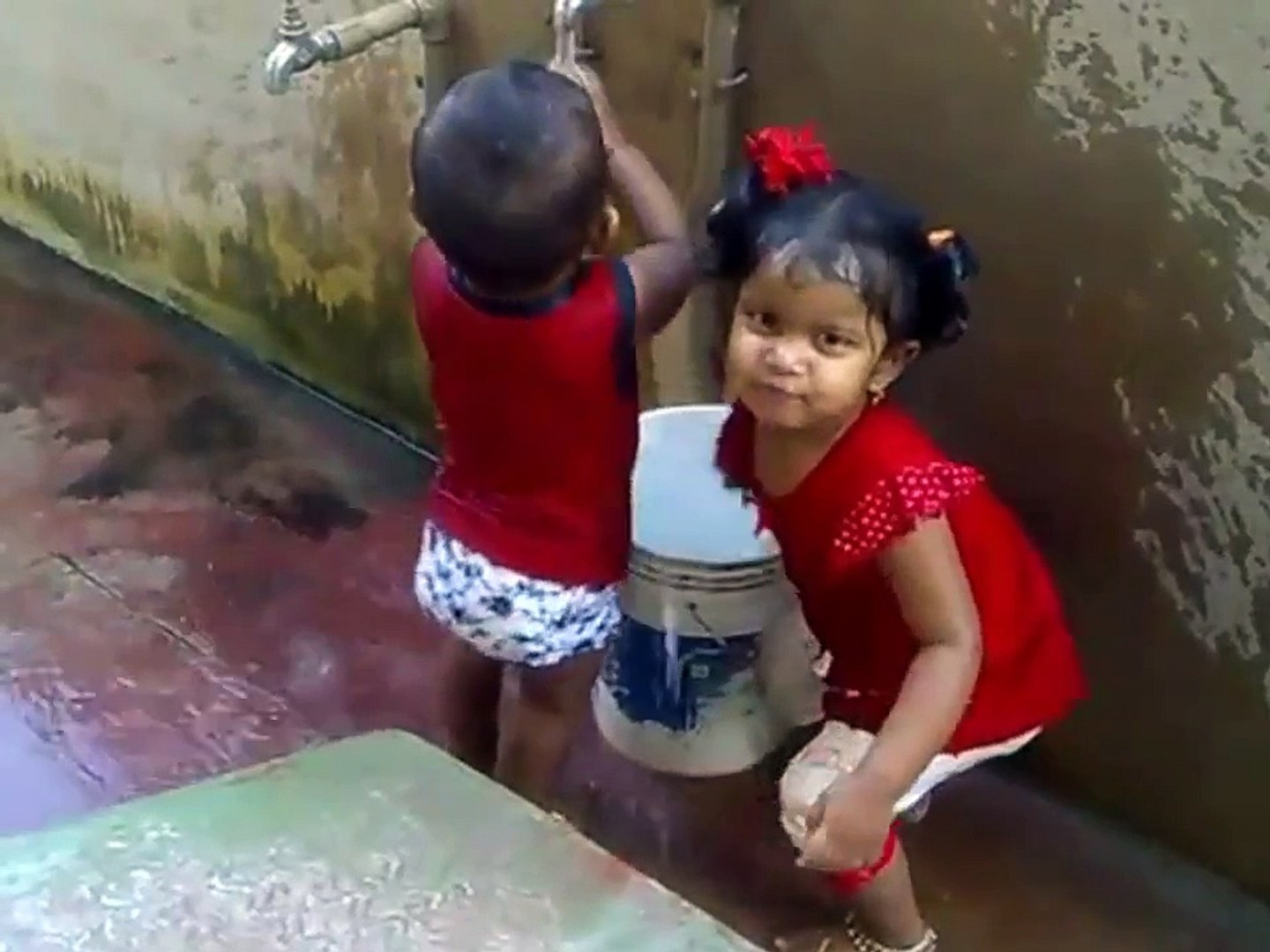 FUNNY VIDEO   FUNNY CUTE KIDS TRYING TO CATCH WATER LINE # PLAYING WITH WATER VERY VERY FUNNY-ubPbUr