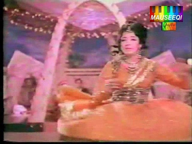 Hum Geet Ga Rahay Hain - Teri Surat Meri Aankhen - From DvD Mala Begum Vol. 1