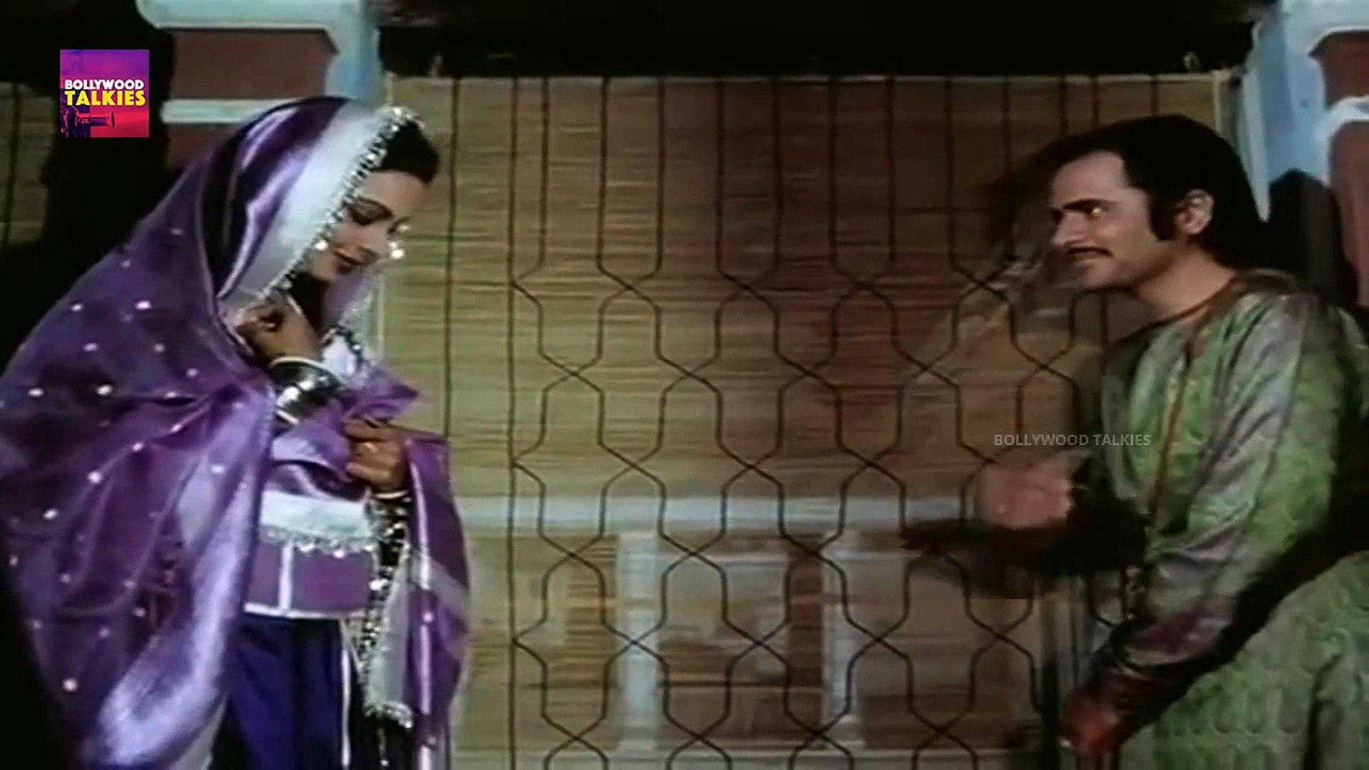 Bollywood Movie Scenes | Rekha and Farooq Sheikh Classic Romantic Scene