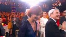 Fauve Hautot dévoile sa culotte dans Le Plus Grand Cabaret du Monde