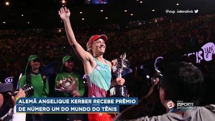 Angelique Kerber recebe prêmio por ser a nova número 1º do mundo do tênis