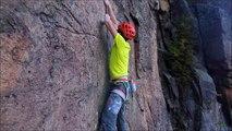 Cet alpiniste à bout de force décroche en pleine ascension ! Mieux qu'un manège pour les sensations fortes...