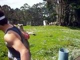 Combat de boxe entre un homme et un kangourou, qui va gagner ?