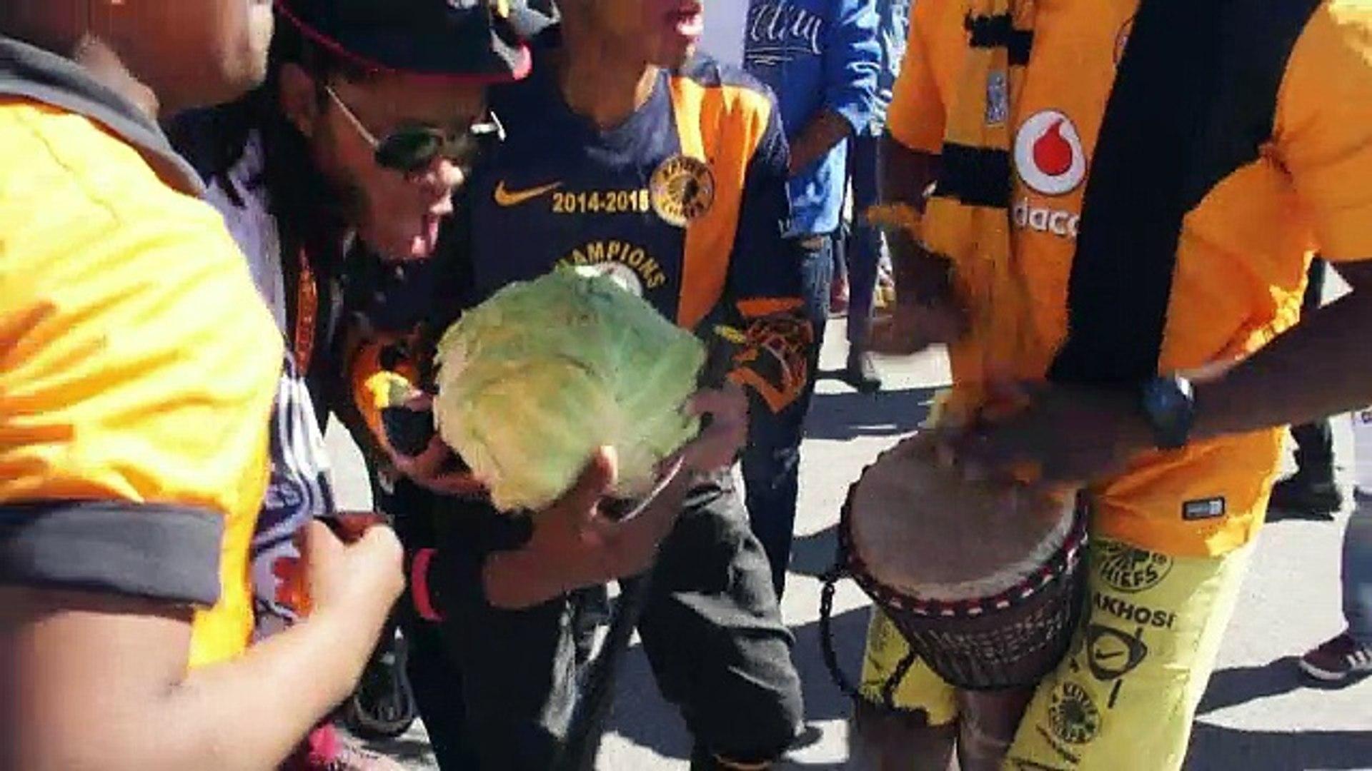 Foot: Chiefs/Pirates, la vie et le sang du foot sud-africain