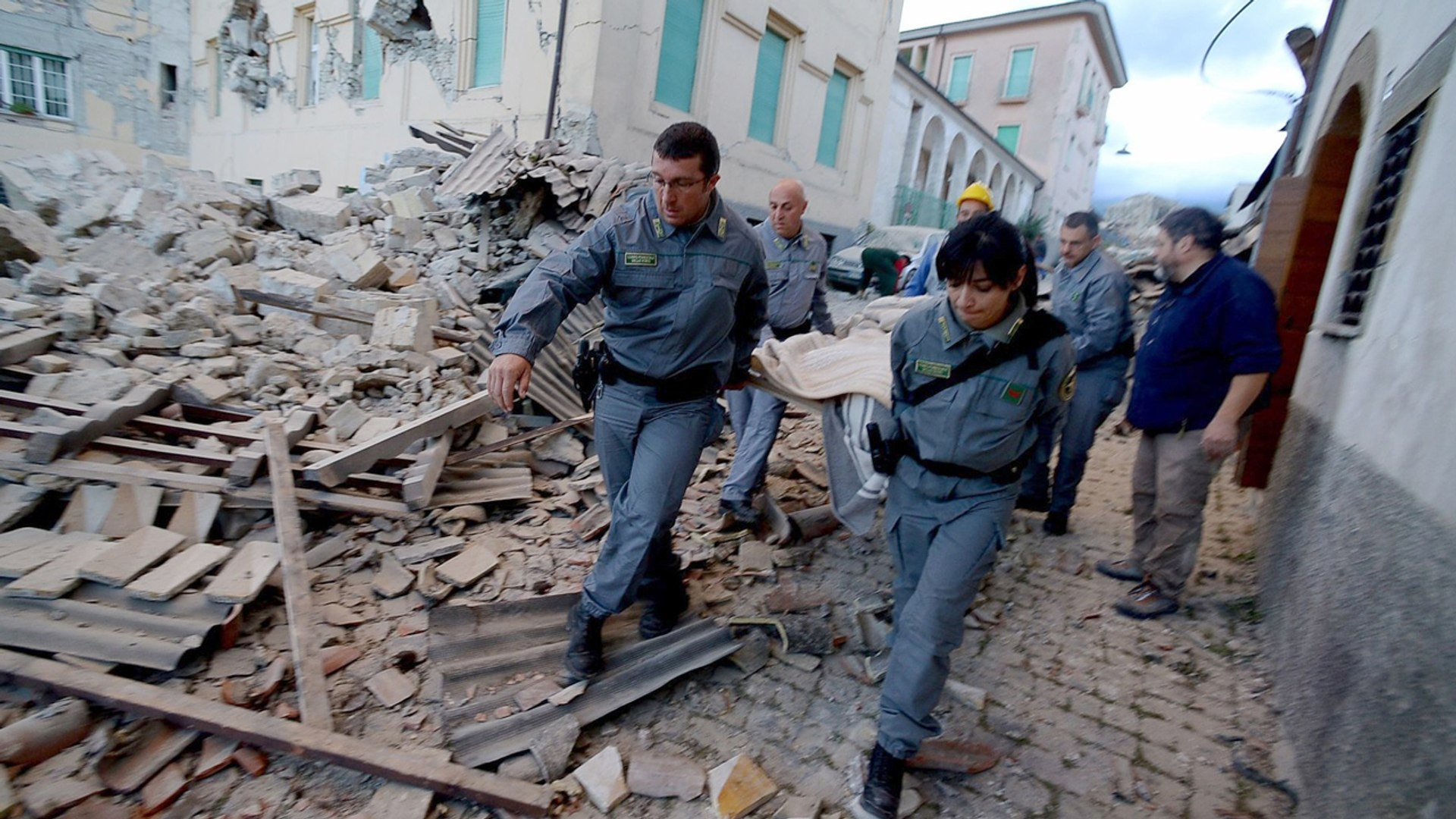 Italy Earthquakes : Two Earthquakes Shake Up Central Italy