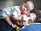 Papa Y Bebe Durmiendo Juntos ★ bebes divertidos   risa bebe   bebe humor   bebes chistosos