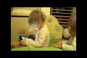 Pelea Entre 2 Bebes Por El iPad! ★ bebes divertidos   risa bebe   bebes chistosos   bebe humor