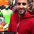 Mahrez à Footkorner d'Aulnay présente le maillot de l'Algérie