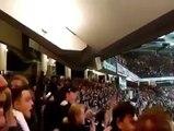 Les supporters de l'Eintracht Francfort font trembler leur stade avec une ambiance de folie
