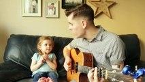 Un papa et sa fille de 4 ans chantent « Je suis ton ami » de Toy Story