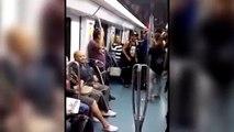 Son mari se lève pour danser avec une jeune fille, mais la réaction de sa femme est à mourir de rire !