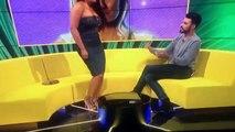 Sa robe craque et se déchire en deux alors qu'elle faisait une danse à la télévision !