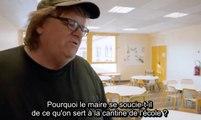 Michael Moore dans une cantine scolaire en France