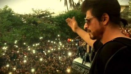 Shahrukh Khan celebrating His Birthday With Fans