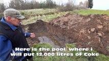 Un papy plonge sa voiture dans une piscine de Coca pour devenir une star du net