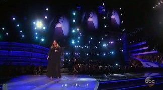 2016 CMA Awards Trisha Yearwood and Garth Brooks