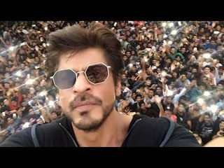 Shahrukh Khan CELEBRATES His Birthday With FANS | Birthday Celebration | B4U Entertainment