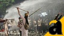 Bubarkan Pendemo di Depan Istana, Polisi Tembakkan Gas Air Mata