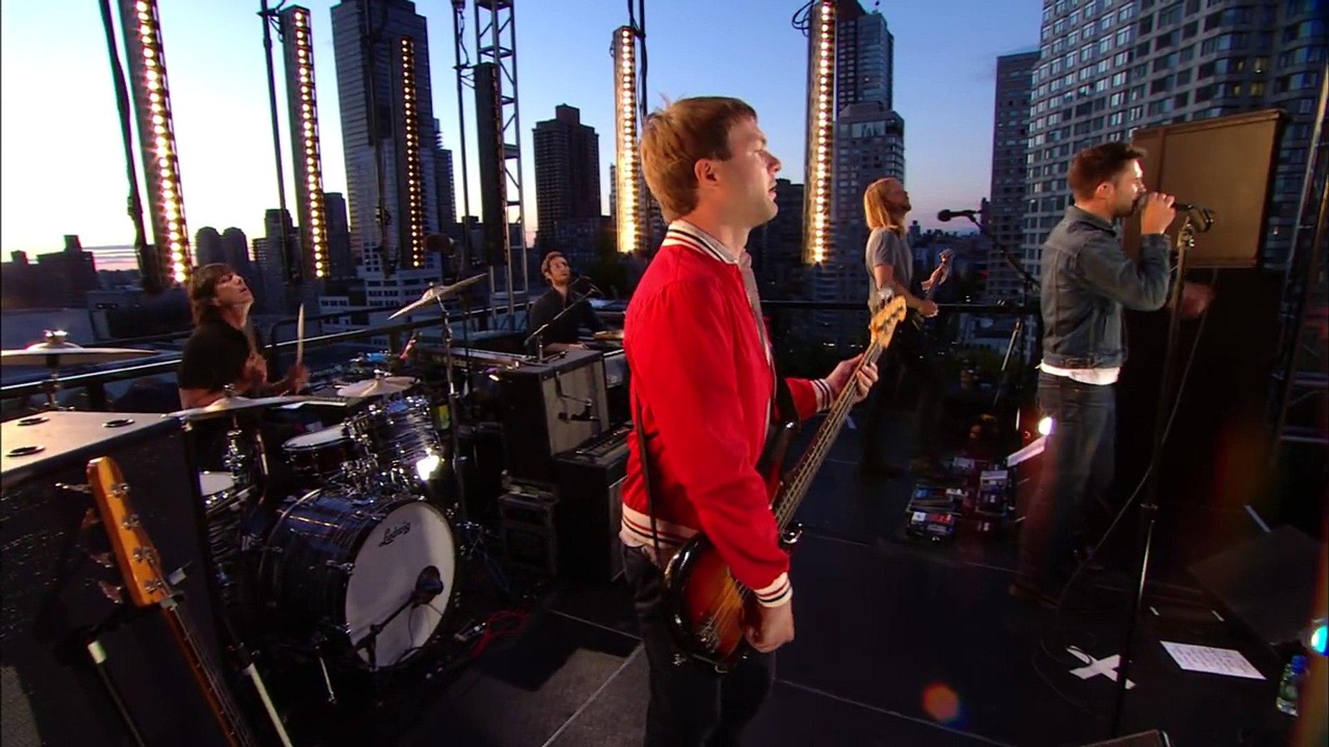 Maroon 5 - Harder To Breathe (VEVO Summer Sets)