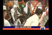 Intense Fight Between Shah Mehmood Qureshi And His Brother During Urs of Bahaouddin Zakria in Multan