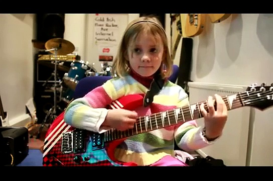 7 year old guitarist Zoe Thomson plays Sweet Child O Mine by Guns n Roses