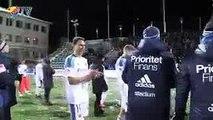 Bataille de boules de neige entre joueurs et supporters