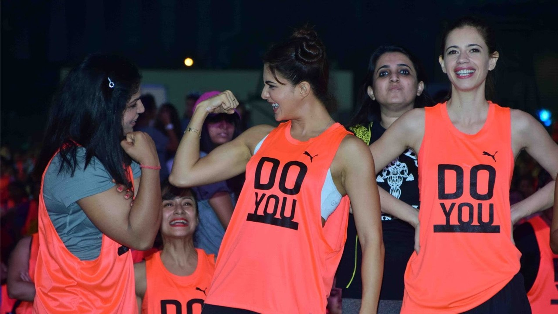 Jacqueline Fernandez attempts 60 seconds plank challenge for Guinness World Record _ Filmibeat