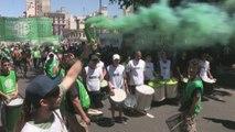 Cientos de trabajadores estatales marchan en contra del Gobierno argentino