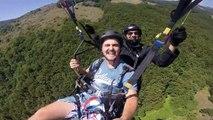 Terrible accident de parapente, ils perdent le controle du parachute en pleine descente