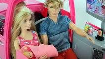 Barbie Leticia dando Banho na Bebe no Dia Do Batizado!!! Em Portugues Parte 53 Tototoykids