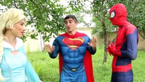 Frozen Elsa Becomes a Frog and Eats a Fly! Spiderman loses eyes w Joker ,Spidergirl - Superhero Fun