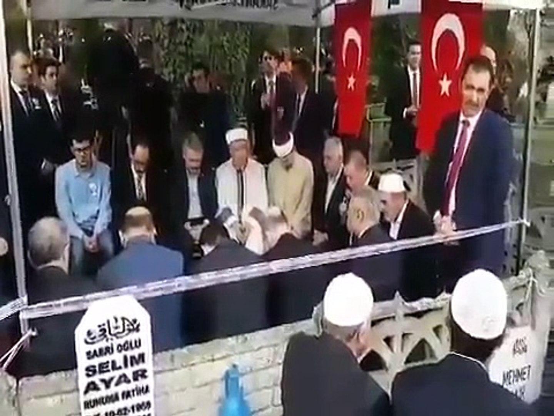 erdogan-sehit-kaymakam-icin-mezari-basinda-kurani-kerim-okudu