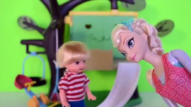 Tommy Filho da Elsa do Frozen e Gabriel na Casinha Na Arvore!!! Em Portugues Tototoykids