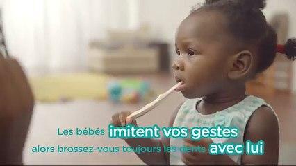 Conseils de Pampers pour les premières dents | Brosser les dents de bébé en s'amusant !