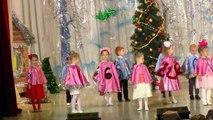 Новогодняя елка Милана 4 года Танцует Россия Уфа Christmas tree girl Dancing 4 years Milan Russia